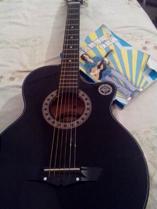 出售一把入门吉他 全黑 连同教学书 砚山民中吧 百度贴吧 高清图片