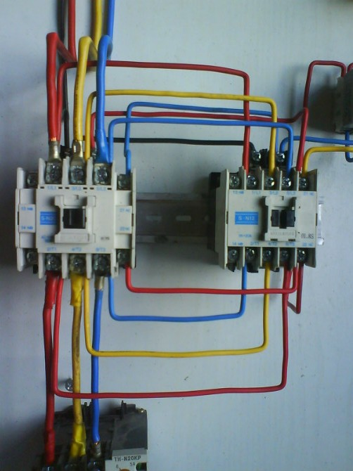 电机双重联锁正反转能耗制动控制电路  自已动手装电动机正反转实物图