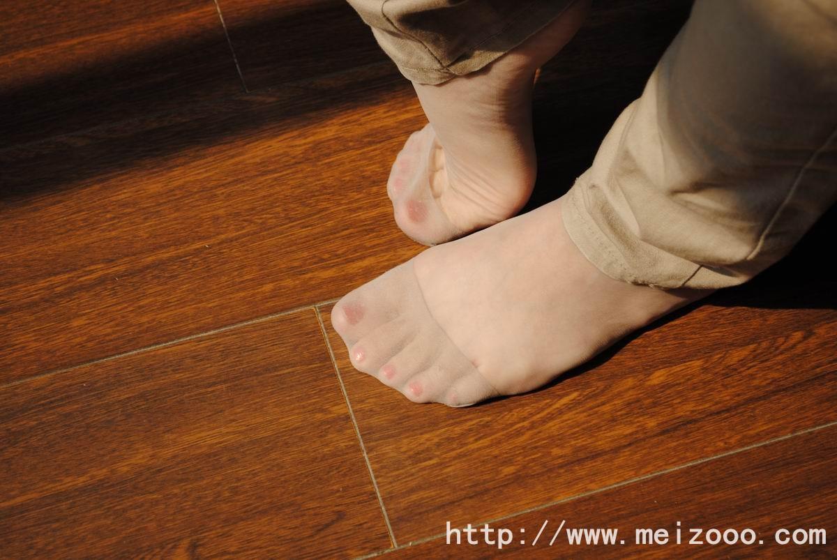 丝袜美女 大学生的肉色丝袜脚