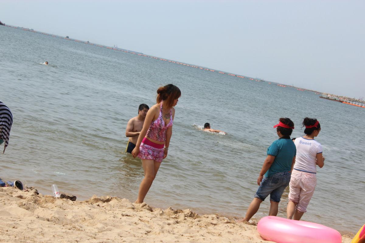海边游泳归来 沙滩有美女有帅哥