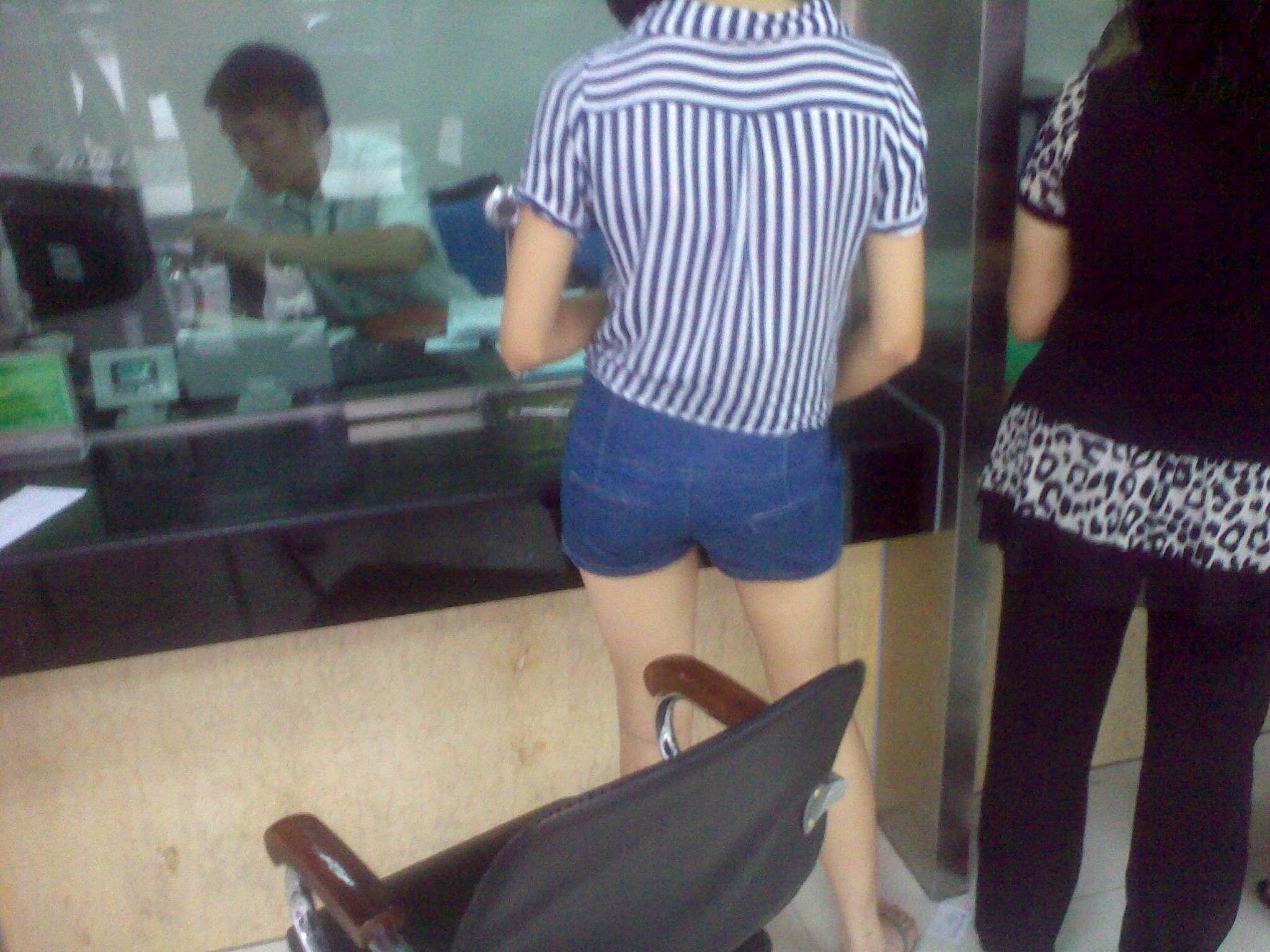 穿着齐x小短裤