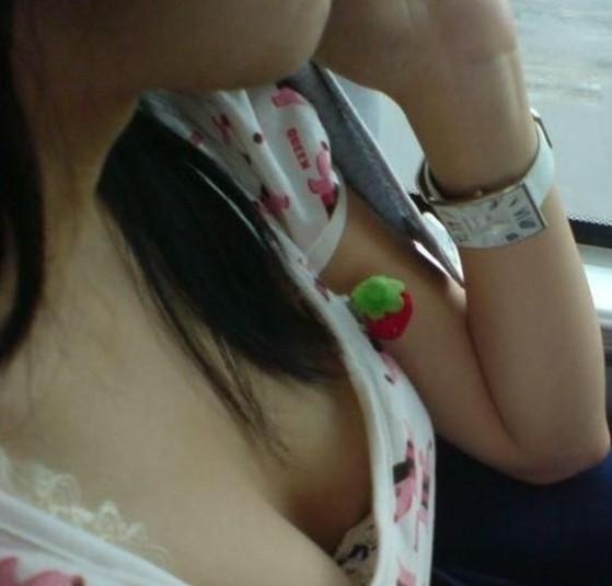 在公交车上看到一个美女戴的手表~~我拍下来了