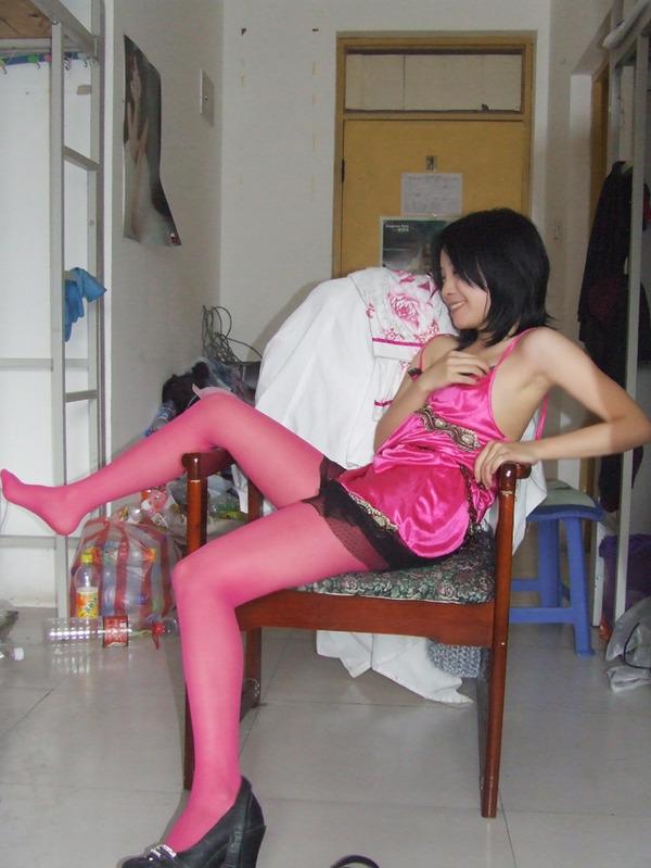 【转!】女生宿舍里的丝袜