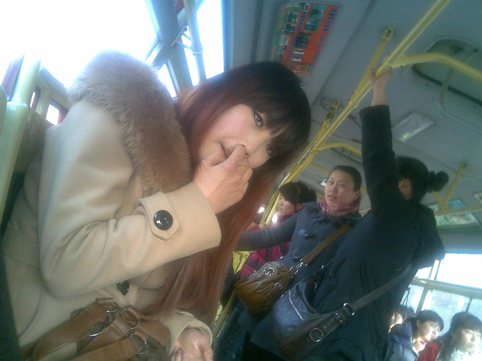 我在公交车上偷拍的美女