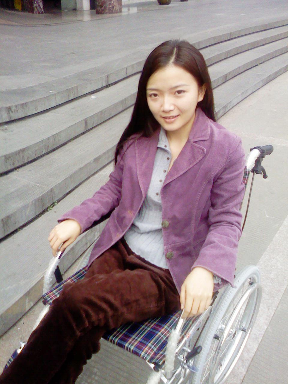 骨折了~哭 轮椅妹报道