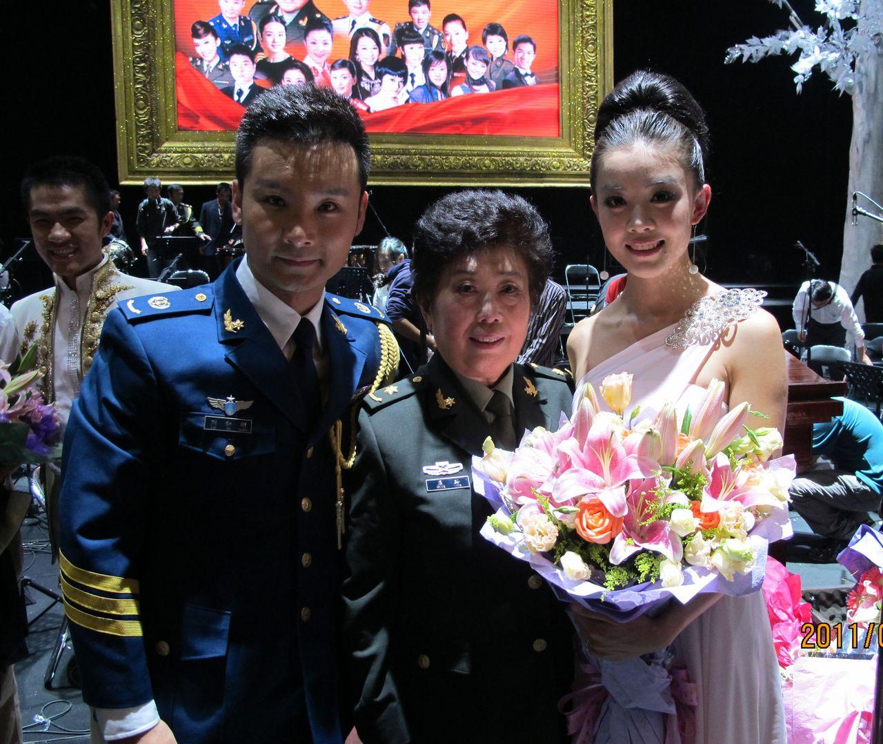 ... 刘和刚_王冠访问刘和刚图片_歌手刘和刚 - 黑马素材
