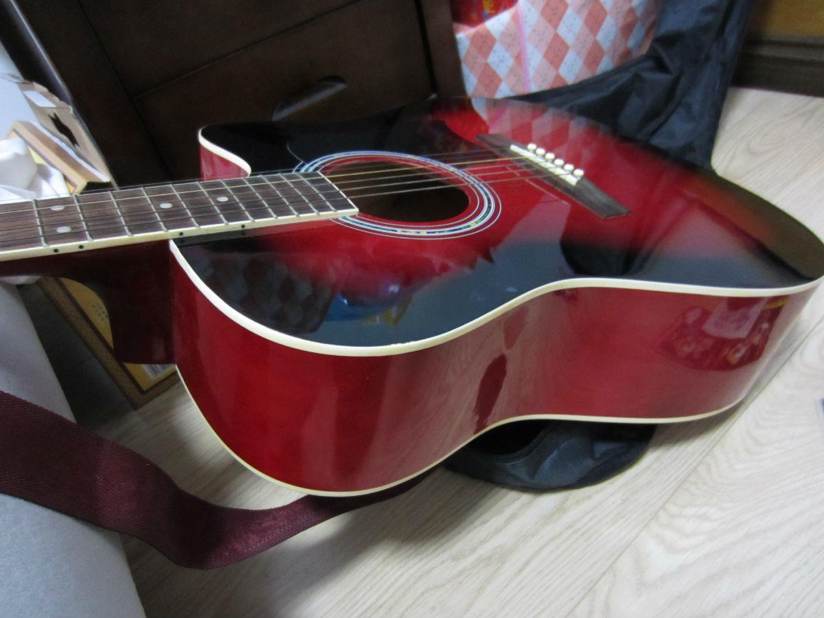 吉他弦,吉他包,入门教材,拨片,调音器.售价240元不讲.非诚勿高清图片