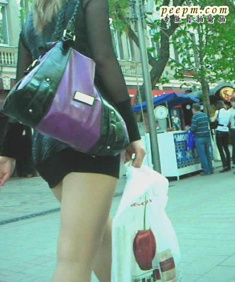 清凉夏日街拍裙底一图片-清凉夏日裙底图图片