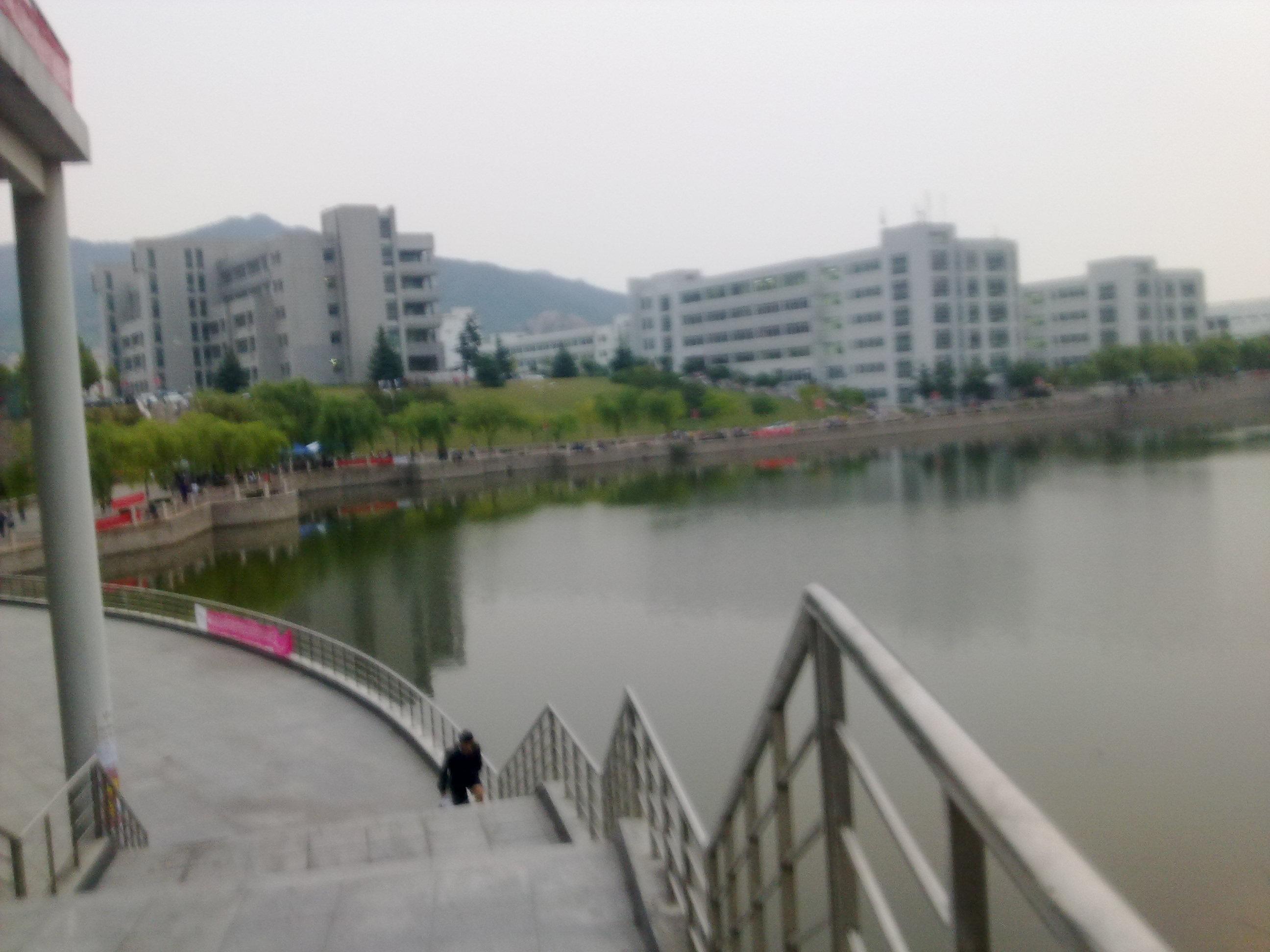 青岛大学录取通知书 山东青岛大学宿舍 青岛大学东校区