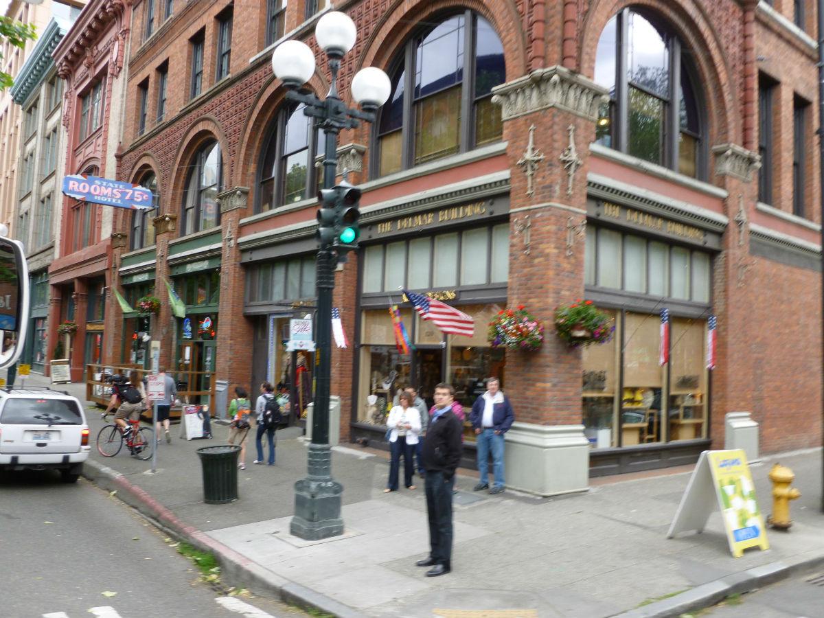 围小镇的街景图片