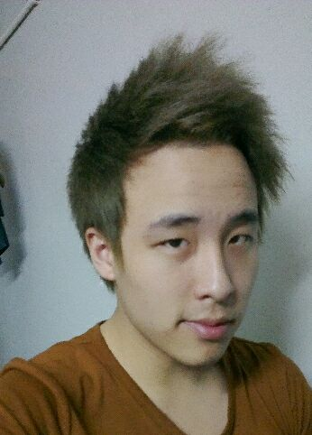 头发的那种蓬松,然后漂了3次变成白色图片