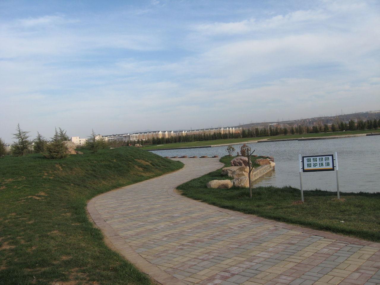 学校开元校区 即新校区 的人工湖起个好听的名字 河南科技大高清图片
