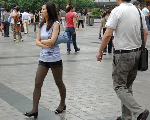 这位美女穿丝袜了么?
