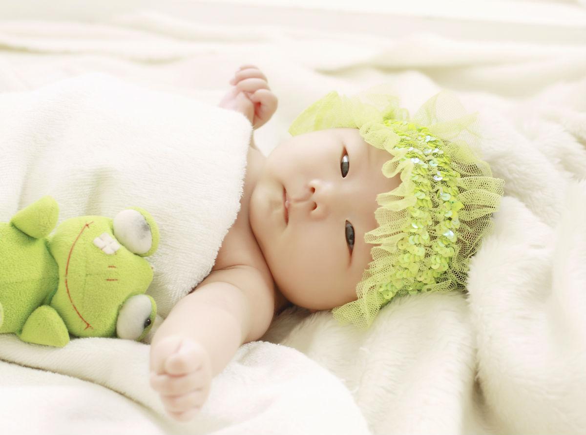 怎样抱婴儿最舒服视频