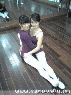 日本穿白袜的小女孩