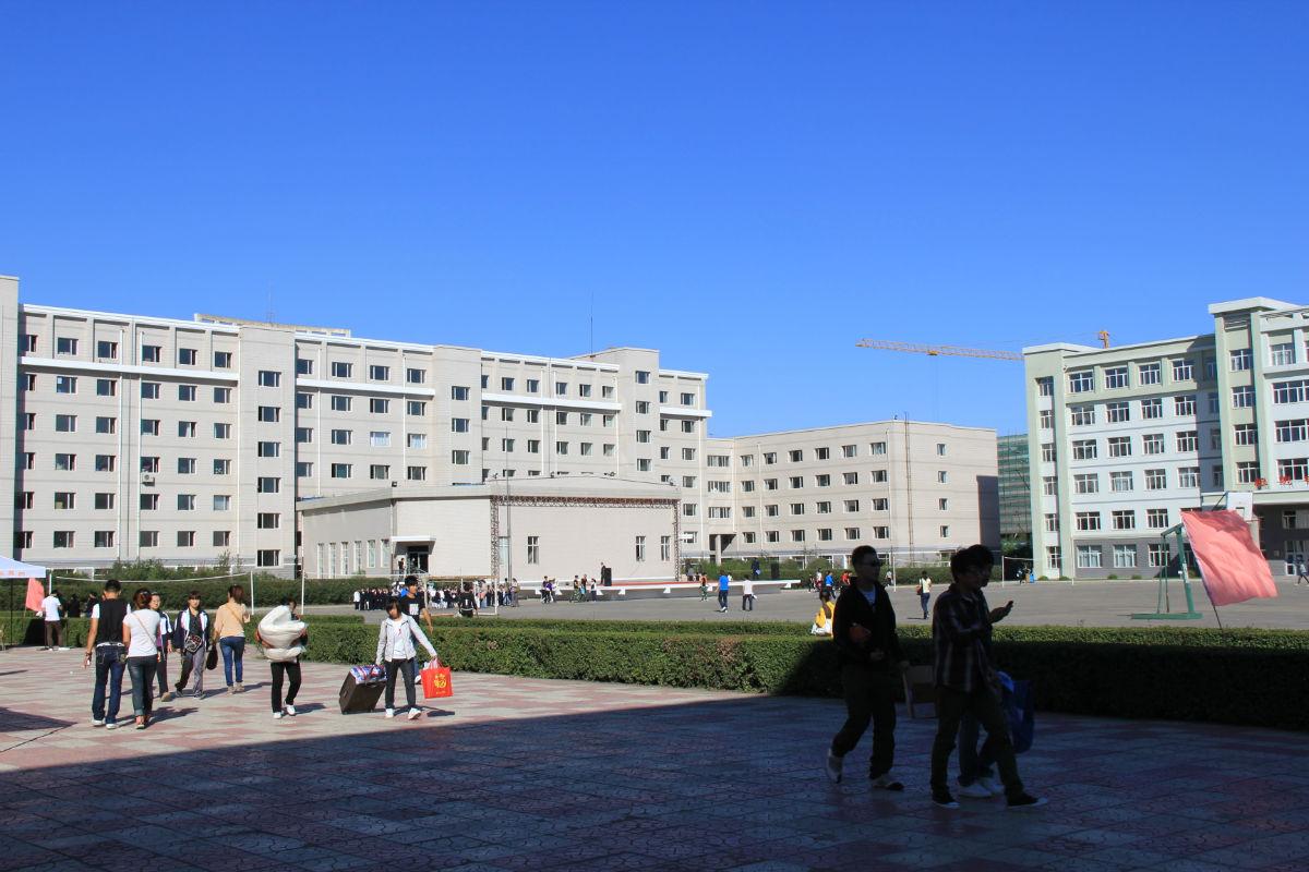 剑桥学院景_哈尔滨剑桥学院吧