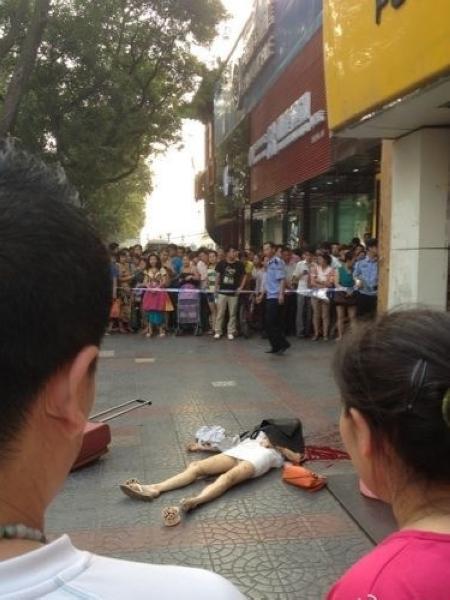 6月21号下午,一女子当街被砍死~!