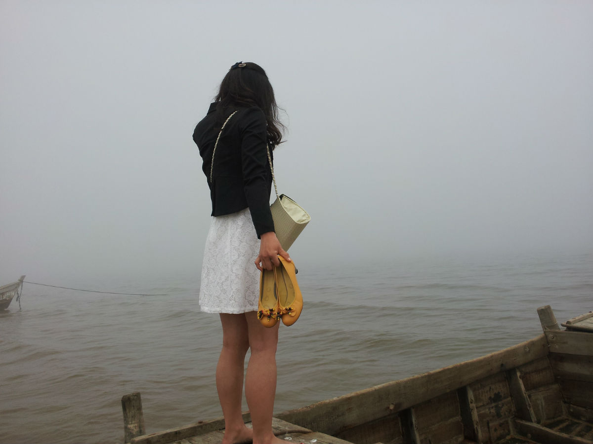 430我在海边拍到的烟大美女