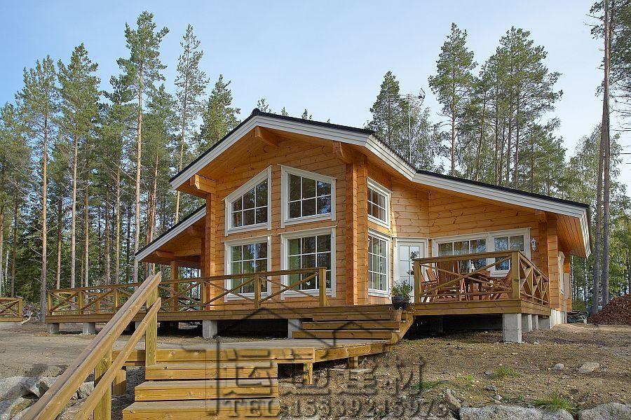 森林里面安静的阳光型芬兰木别墅 内部装饰很整洁 和轻型木屋一样图片
