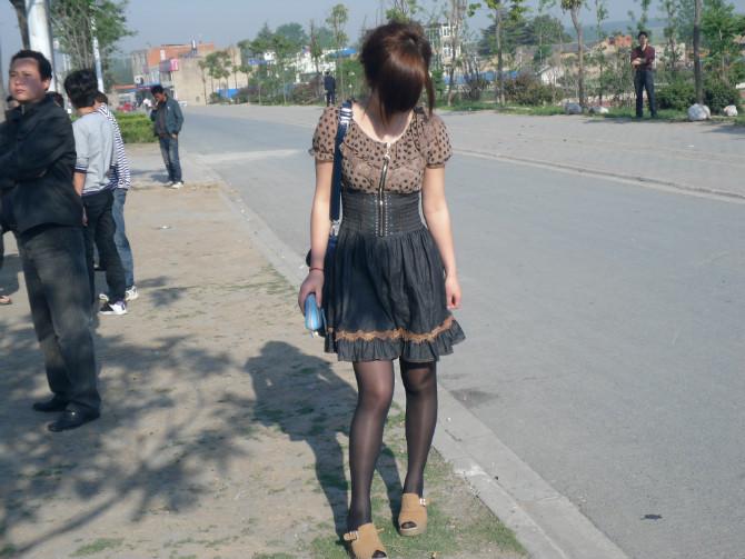 漂亮的黑丝袜美女 看看你喜欢吗