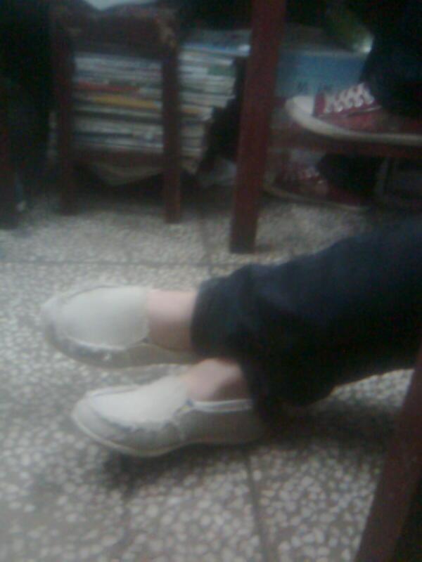 人丑脚丑鞋破