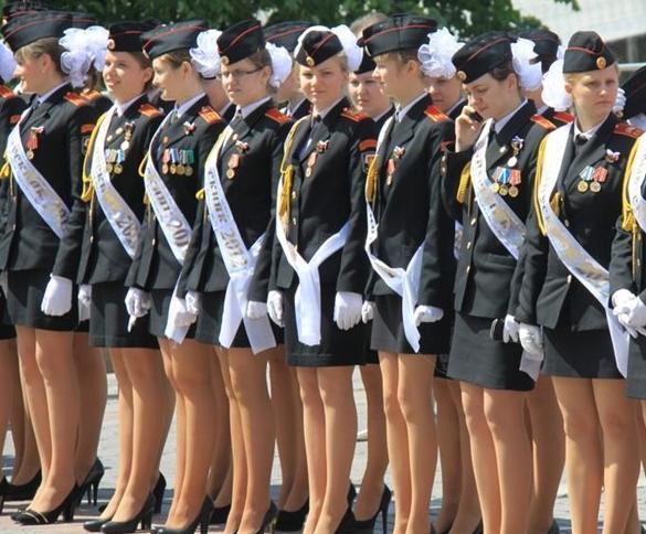 的俄罗斯美女大兵