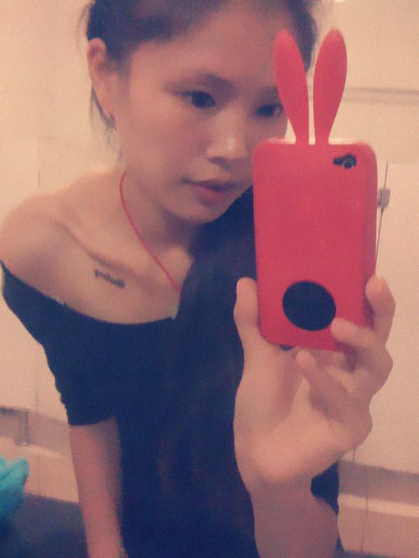 美女印度海娜锁骨纹身