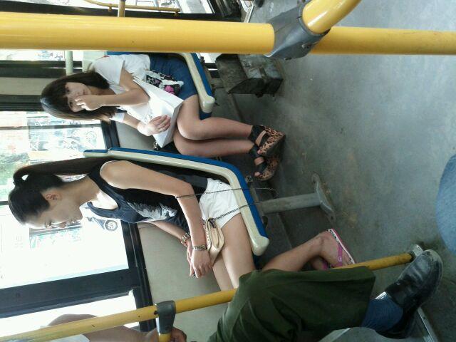 公交车上的美女 偷拍的