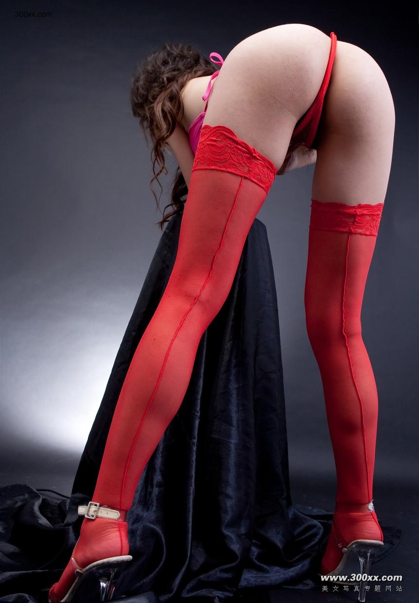 【红袜美女教你如何穿c字裤】