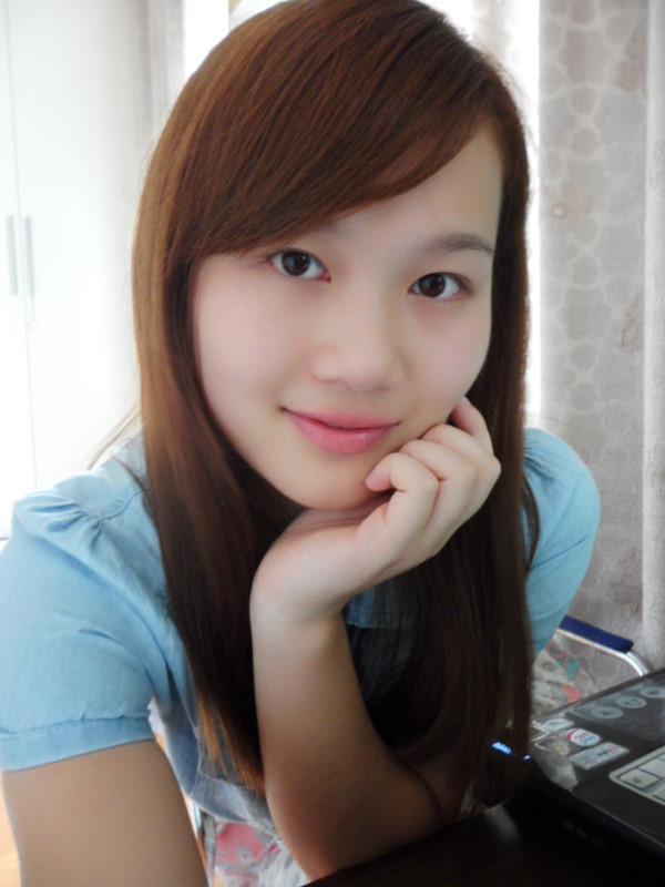 QQ秀女生图片频道提供免费全屏QQ秀图片女生、QQ照片秀图片,分