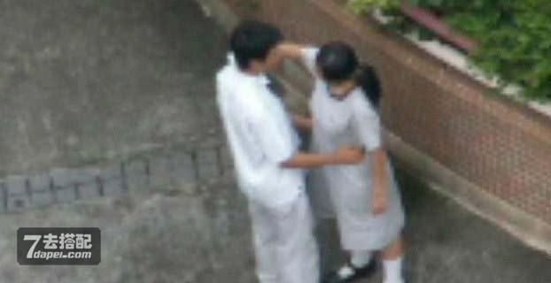 抓拍偷吃禁果的学生情侣,算是开眼界了!图片