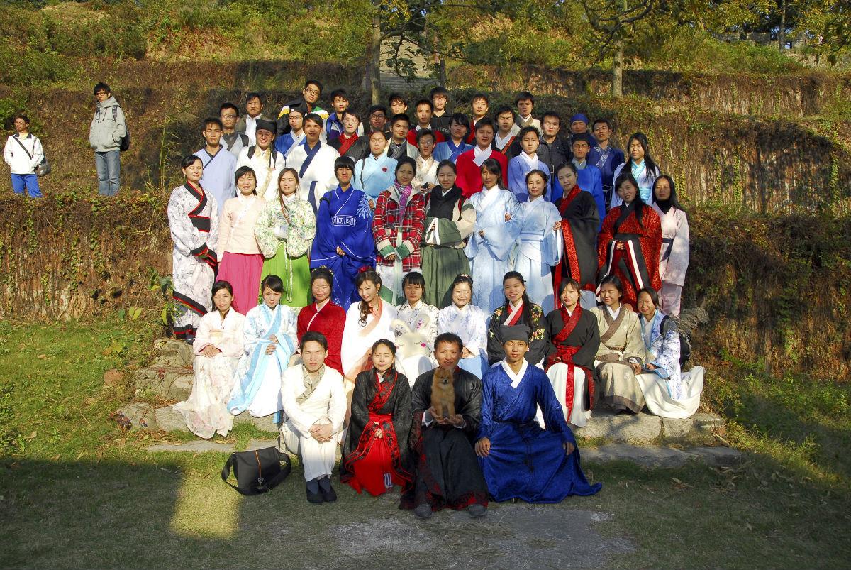 发一组传统民族服饰美女图片――汉服vs旗装