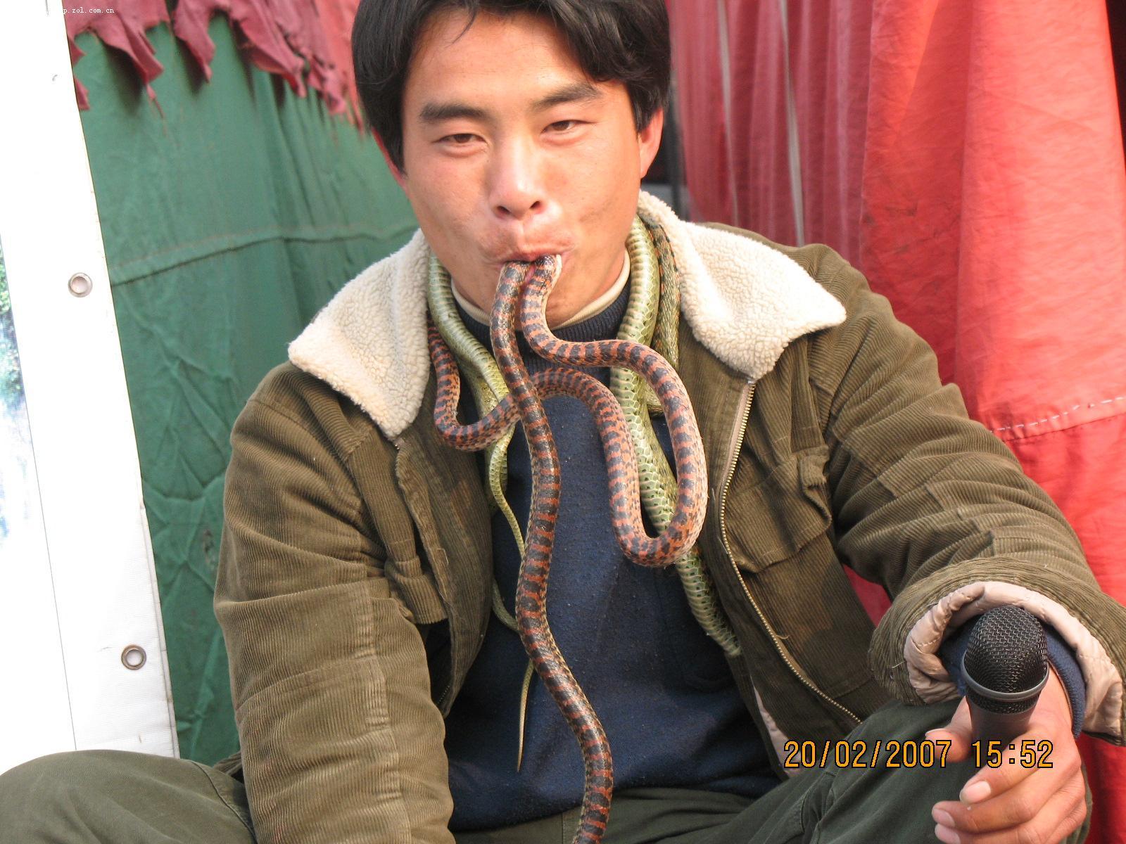 蛇吃人 人吃蛇