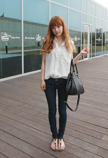 我喜欢看美女穿紧身牛仔裤