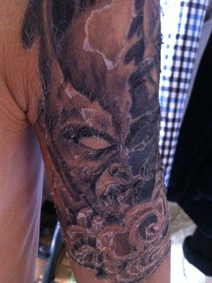 纹身第10天了正在脱皮掉痂图片