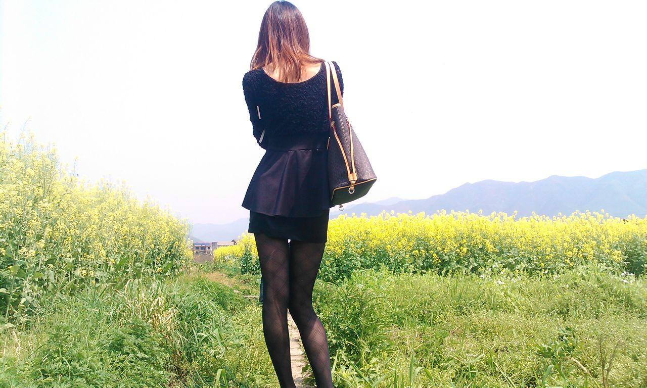 实拍农村油菜花盛开的镜像