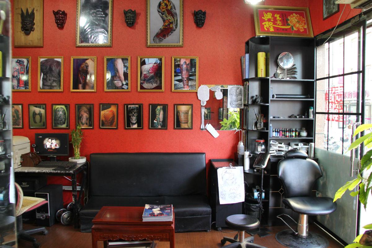 纹身美甲店装修效果图分享展示图片