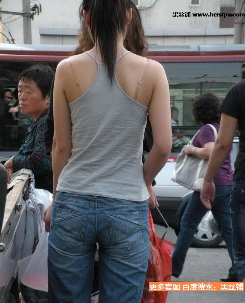 北京海淀抓拍的穿小背心美女 美女吧