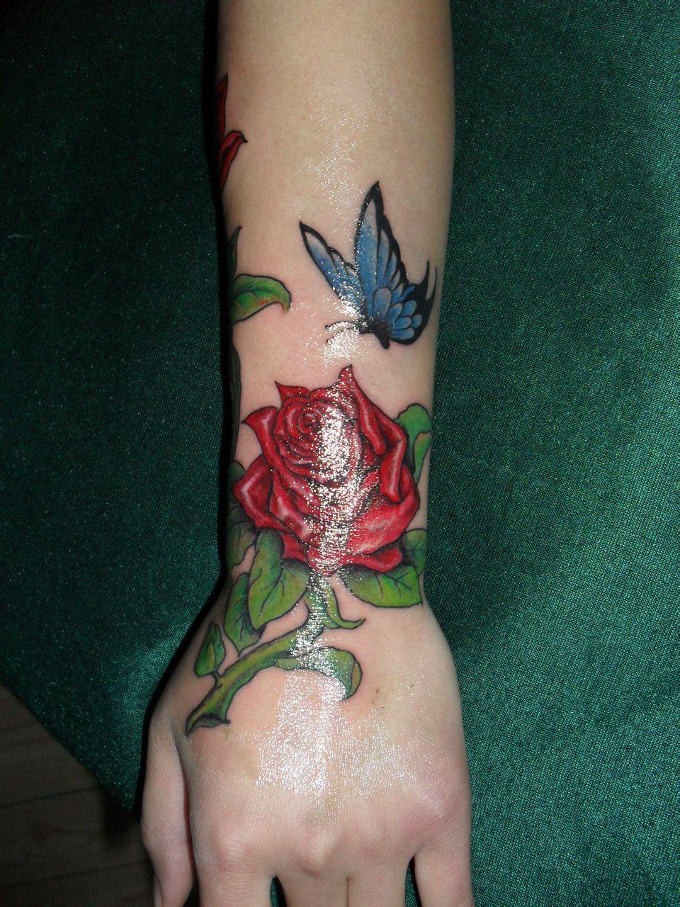 手臂小花朵纹身图案分享展示图片图片