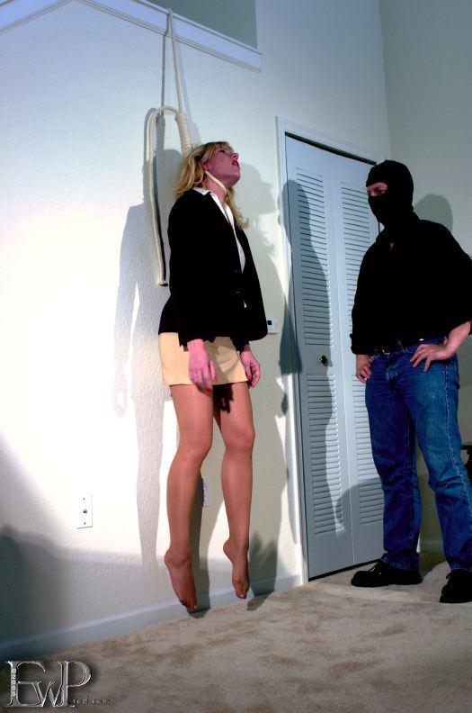 很多电影电视里都用这种方法制作绞死人的场景