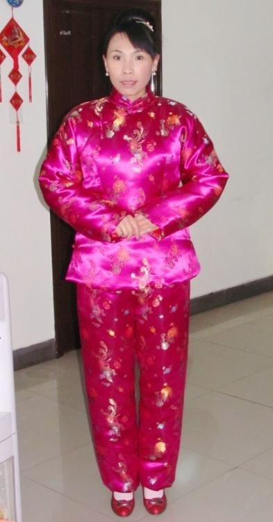 红艳艳的缎袄_绸缎棉被吧