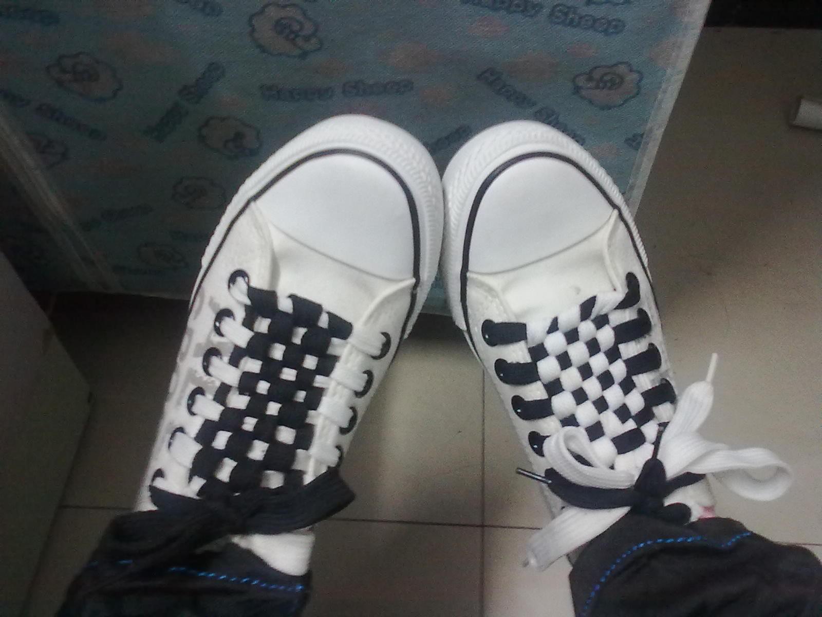 我自己绑的鞋带._天上掉下个小白吧图片