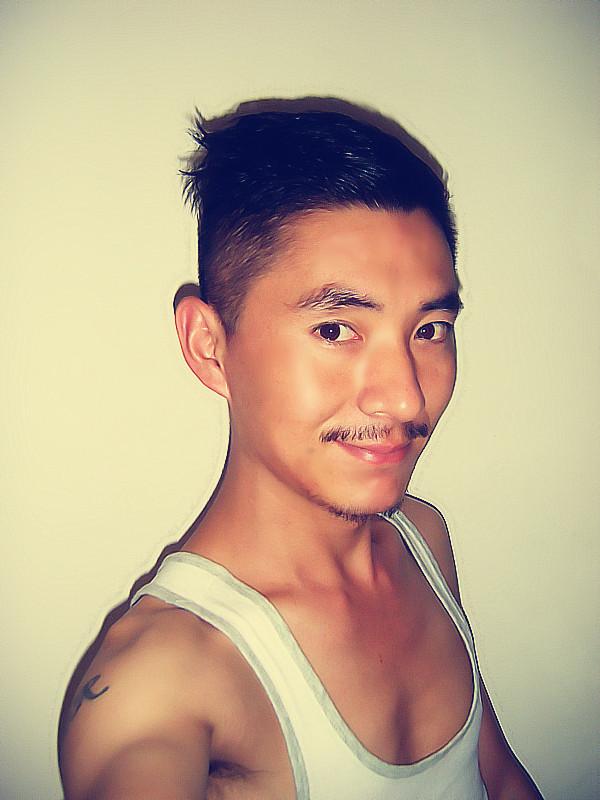 胡子大叔模仿阿童木发型!图片