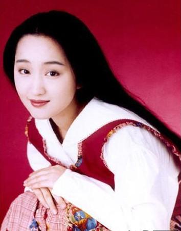 《轻轻地 告诉你 》《风含情水含笑》等 歌曲 对中国流行