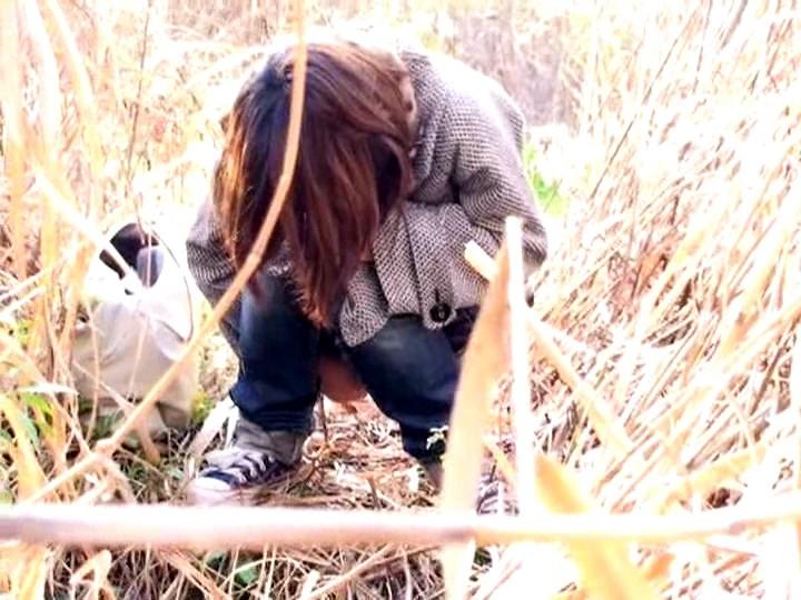 日本女孩在野外内急是怎么解决的