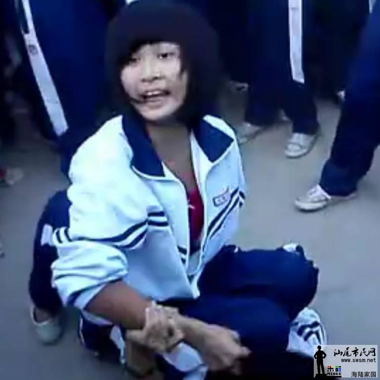 高中女生打架撕衣