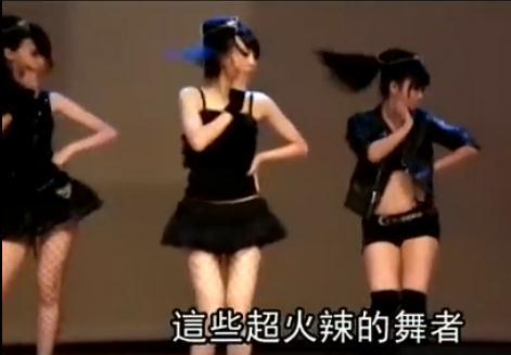 日本14岁小女生发育图高一女生跳性感m 字腿 舞红到 日本 成仁网站-图片