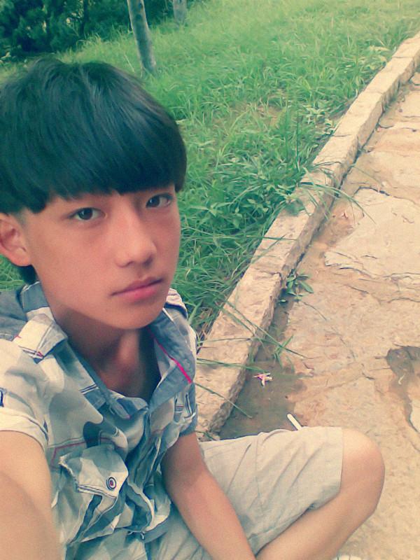 16岁帅哥照片 帅哥照片生活照16岁 13岁帅哥照片同一个人