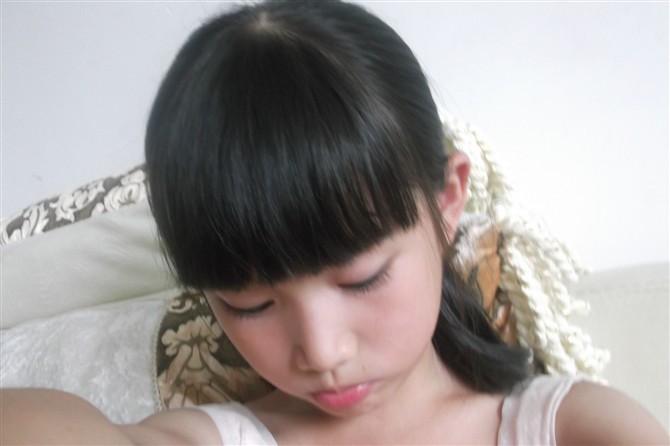 10岁可爱小美女多图 小美女发育真好在厨房
