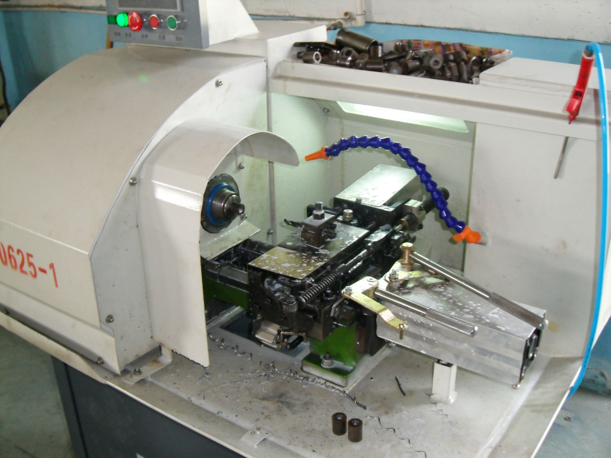 (二)车头转速高,普通级CN0620型仪表车床可达3200图片